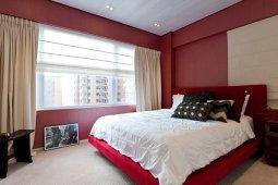 Красный цвет в дизайнерском оформлении спальной комнаты