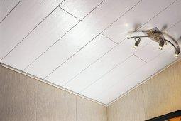 Отделка потолочной поверхности: ПВХ материал