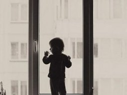 Что следует понимать под блокировкой от детей пластиковых окон?