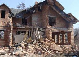 Особенности демонтажа старых жилых домов и производственных сооружений