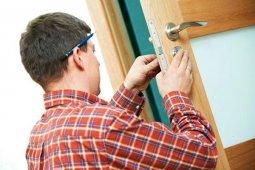 Комплектующие, необходимые для монтажа двери