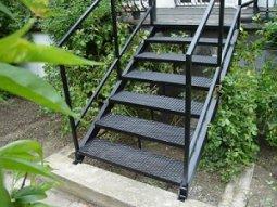Как соорудить лестницу на открытую веранду?