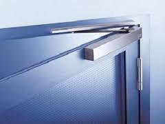 Основные особенности дверных доводчиков